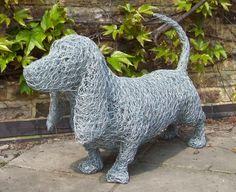 Sculptures of Animals in Wire. To see more art and information about Barry Sykes click the image. Chicken Wire Art, Chicken Wire Crafts, Wire Art Sculpture, Wire Sculptures, Chicken Wire Sculpture Diy, Animal Sculptures, Abstract Sculpture, Bronze Sculpture, Metal Garden Art
