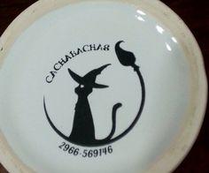 Calco vitrificable a un color de logo para la base de las piezas (foto cortesía de Silvia Chula, Santa Cruz).