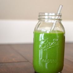 %u200BKeep The Doctor Away With This Apple & Avocado Green Smoothie