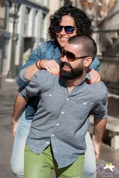 Adhara Bodas - Fotografía de Bodas www.adharabodas.com preboda / engagement / El Carmen / Valencia /  España / Spain / amor / love / couple / ciudad / city / gafas de sol / sunglasses / hipster