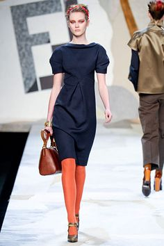 navy dress and orange tights. It's all in the details. Orange Tights, Colored Tights, Nylons, In Pantyhose, Fall Fashion Trends, Autumn Fashion, Cozy Fashion, Style Fashion, Navy Dress Outfits