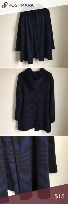 CR Long Geo Open Cardi Only worn a few times. In excellent condition. Comfy long sweater features a hood with a geo print in darker blue & black. Size Medium. Charlotte Russe Sweaters Cardigans