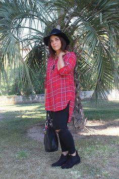 Un look #grunge pour Sienna Lou avec une #blouse-#chemise #tartan à 15€ et des #boots à 15€ #babou