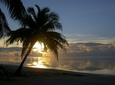Aitutaki sunset / Tramonto a Aitutaki nelle Isole Cook. ◆Isole Cook - Wikipedia http://it.wikipedia.org/wiki/Isole_Cook #Cook_Islands