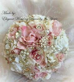 Gold and Pink Brooch Bouquet Gold Ivory and Pink Bridal Gold Wedding Bouquets, Broschen Bouquets, Gold Bouquet, Bridal Bouquet Pink, Pink And Gold Wedding, Wedding Brooch Bouquets, Bridal Flowers, Silk Flowers, Quince Themes