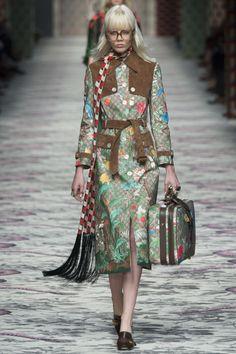 Fashion runway  Gucci Spring- Summer 2016 MFW   http://www.theglampepper.com/2015/09/24/fashion-runway-gucci-spring-summer-2016-mfw/