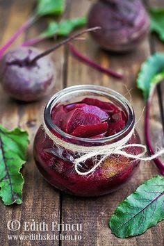 Sfecla rosie pentru iarna, la borcan in otet - salata ideala pentru fripura, tocanita sau cartofi prajiti.