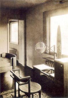 Marcel Breuer: Dressing room of the Haus Am Horn, 1923.