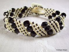 Micro Macrame BRACELET - Basic Angle in Black and White