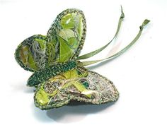 Brooch Butterfly Fabric scraps pin vinyl embroidered by TUKON on etsy. Green Butterfly, Butterfly Crafts, Butterfly Jewelry, Fabric Bracelets, Fabric Jewelry, Textile Jewelry, Insect Crafts, Textiles, Beautiful Butterflies