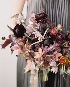 """Did you watch @sarah_winward designing with us live on yesterday's webinar? If you missed we've added the webinar replay link to The Nature of Wedding Floral Design website. Follow the link in our profile and click the """"webinar"""" tab and you'll be able to catch up and see what Sarah created and hear all of the advice she shared. A friendly reminder that the launch-week pricing on Sarah's new digital course ends at midnight Thursday. Photo by @kateosborne #ifimadeweddingflowers…"""