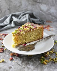 Savory magic cake with roasted peppers and tandoori - Clean Eating Snacks Semolina Recipe, Semolina Cake, Pia Recipe, Pistachio Cake, Rose Cake, Almond Cakes, Cake Tins, Savoury Cake, Fork
