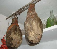 Secrets in the basement Jerky Recipes, Meat Recipes, How To Make Sausage, Sausage Making, Braciole Recipe, Charcuterie Cheese, Tasty Videos, Smoking Recipes, Gastronomia