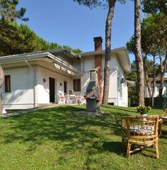 Itálie, Lignano Riviera - Villa Missana. Dovolená u moře, vilka se zahrádkou, ubytování v soukromí, velký apartmán pro 8 osob. TV, klimatizace, parkování pro 2 auta, zahrada s krbem, plážový servis.