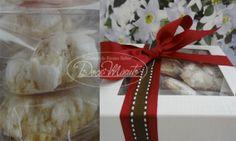 Caixa com deliciosos cookies de amendoas, sem glúten, macios e crocantes