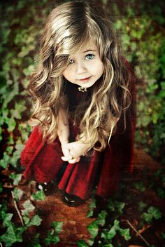 This could be Leila's hair in about two years. Same color and type. She has such pretty curly hair. Just like this little girl. She is so beautiful. Beautiful Children, Beautiful Babies, Beautiful Eyes, Beautiful People, Beautiful Person, Simply Beautiful, Cute Kids, Cute Babies, Little Girl Haircuts