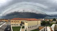 Another beautiful shot of the shelf cloud from #Verona, N #Italy, this afternoon, 5/8/2016  Source: Michela Ghirardini / Meteo Caprino Veronese