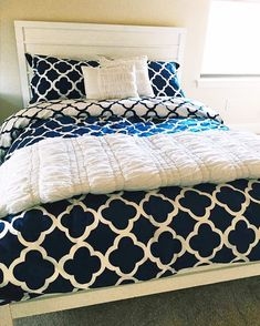 Working On A Home Improvement Task Blue Pillow Covers, Blue Pillows, Diy Pillows, Master Bedroom, Bedroom Decor, Bedroom Ideas, Dreams Beds, Bed Spreads, My Room