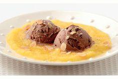 Chocoladeijs met verse mangosaus - Recept - Allerhande
