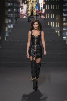 Fashion Pants, 90s Fashion, Fashion Addict, Runway Fashion, High Fashion, Womens Fashion, Bella Gigi Hadid, Bella Hadid Style, Do It Yourself Fashion