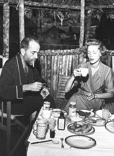 Coffee Time for Lauren Bacall and Humphrey Bogart Old Hollywood stars wow vintage times Hollywood Couples, Old Hollywood Stars, Golden Age Of Hollywood, Classic Hollywood, Hollywood Glamour, Humphrey Bogart, Lauren Bacall, Saint Yves, Carole Lombard