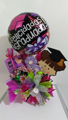 Arreglos Graduation Bouquet, Diy Graduation Gifts, Birthday Bouquet, Preschool Graduation, Graduation Decorations, Personalised Gifts Diy, Diy And Crafts, Paper Crafts, Candy Bouquet