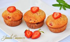 Briose cu capsuni - reteta video Cook N, No Cook Desserts, Muffins, Berries, Food And Drink, Cooking Recipes, Cupcakes, Sugar, Breakfast