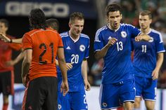 Hajrovic le anotó el primer gol del partido a México