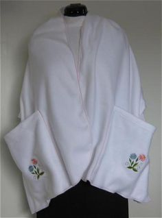 Make Warm and Practical Fleece Shawl with Pockets - Debbie Colgrove, Licensed to About.com