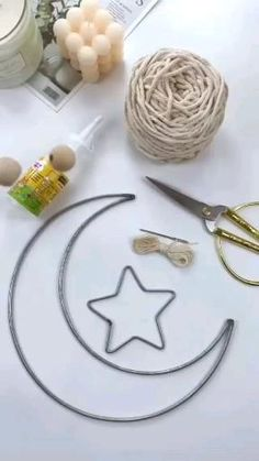 Macrame Wall Hanging Diy, Macrame Art, Macrame Design, Macrame Projects, Macrame Knots, Diy Crafts For Home Decor, Diy Crafts Hacks, Rope Crafts, Yarn Crafts