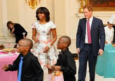 WASHINGTON, DC - MAY HRH Prince Harry and first lady Michelle Obama prepare to attend an event to honor military families at the White House duri. Prince Harry Photos, Prince Harry And Meghan, Michelle Obama Fashion, American First Ladies, Military Wife, Military Families, Paris Match, Charity Event, Prabal Gurung