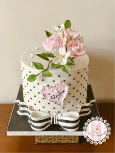Simply Elegant by Sweet Surprizes – Lace Wedding Cake Ideas Gorgeous Cakes, Pretty Cakes, Cute Cakes, Amazing Cakes, Bolo Chalkboard, Fondant Cakes, Cupcake Cakes, Small Cake, Floral Cake