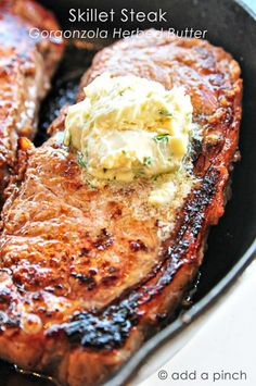 Skillet Steak with Gorgonzola Herbed Butter. Gorgonzola is fabulous mixed with butter.made sandwiches with english muffins, leftover steak and the gorgonzola butter. Skillet Steak, Skillet Meals, Think Food, I Love Food, Beef Dishes, Food Dishes, Main Dishes, Steak Recipes, Cooking Recipes
