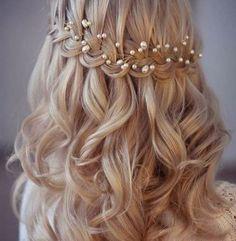 Ideas Wedding Hairstyles Medium Length Curls Classy For 2019 Flower Girl Hairstyles, Fancy Hairstyles, Creative Hairstyles, Curled Hairstyles, Bride Hairstyles, Headband Hairstyles, Curls For Long Hair, Braids With Curls, Wavy Hair