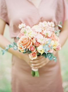 Peach and yellow bouquet | Photography: Josh Gooden Photo