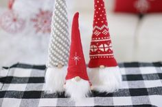 How to Make Christmas Gnomes Christmas Sewing Projects, Crafty Projects, Christmas Gnome, Christmas Crafts, Christmas Decorations, Christmas Ornaments, Scented Pinecones, Pencil Crafts, Glue Gun Crafts