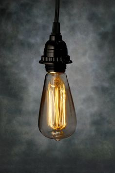 S20 Edison villanykörte 40W http://www.save-on-crafts.com/edison-light-bulb-s20-40w.html
