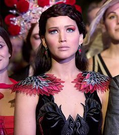 The Hunger Games – Catching Fire – Katniss Everdeen – Jennifer Lawrence The Hunger Games, Hunger Games Movies, Hunger Games Catching Fire, Hunger Games Trilogy, Hunger Games Makeup, Suzanne Collins, Katniss Everdeen, Katniss Hair, Jennifer Lawrence