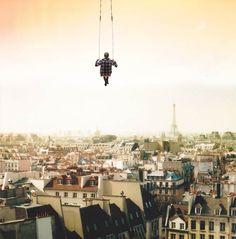 Une sélection de photographies surréalistes issues du portfolio de Vincent Bourilhon, un jeune photographe français originaire de Normandie. Un univers onir