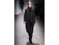 #mfw #milanofashionweek #milanomodadonna N*21 di Alessandro Dell'Acqua www.moda-madeinitaly.com Milano Fashion Week, Duster Coat, Normcore, Jackets, Style, Down Jackets, Swag, Outfits, Jacket