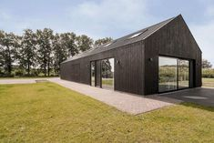 House Extension Hertme: A New Volume and A Roof Made of A Profiled Steel Sheet Metal Building Homes, Building A House, Steel Barns, Living Place, Steel Sheet, Grand Designs, House Extensions, Metal Buildings, Affordable Housing