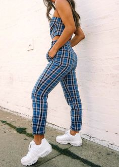 what to wear with a pair of boyfriend jeans : white blouse bag heels - Stylish OMG Mode Outfits, Casual Outfits, Fashion Outfits, Womens Fashion, Fashion Trends, Fashion Pics, Party Outfits, Fashion 2018, Casual Dresses
