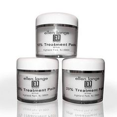 These exclusive witch hazel treatment pads quickly remove oil and residue while providing a gentle exfoliation.
