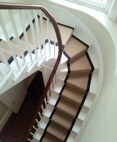 Stair runner- for the stairs going up to the loft Carpet Staircase, Staircase Runner, Stair Runners, Staircase Landing, Hall Carpet, Round Stairs, Casa Milano, White Stairs, Beautiful Stairs