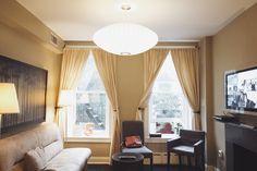 The Salt Deluxe: Ficar hospedado como um Nova Iorquino - Tudo Orna Nova, Curtains, Home Decor, Stay Alone, Blinds, Decoration Home, Room Decor, Draping, Home Interior Design