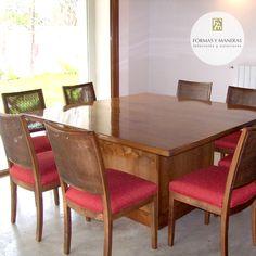 Mesa comedor en madera de lenga lustrada y sillas respaldo doble esterilla.