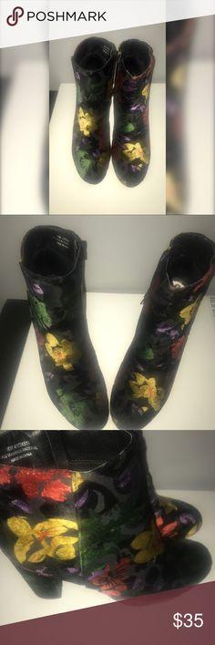 Velvet floral print boots Black velvet floral print boots Shoes Heeled Boots