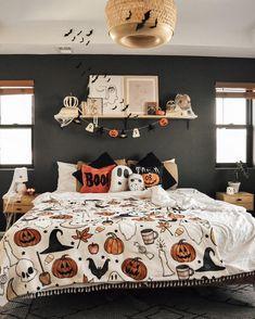 Halloween Room Decor, Casa Halloween, Theme Halloween, Halloween Decorations Apartment, Halloween Living Room, Happy Halloween, Diy Halloween Decorations For Your Room, Fall Apartment Decor, Fall Living Room