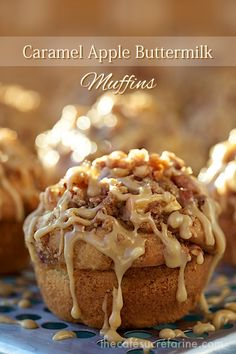 Caramel Apple Buttermilk Muffins – What a winning combination! They rise up tall… Caramel Apple Buttermilk Muffins – What a winning combination! They rise up tall and high and are topped with a delicious buttery cinnamon crumble. Muffins Blueberry, Buttermilk Muffins, Apple Muffins, Coffee Cake Muffins, Yogurt Muffins, Buttermilk Recipes, Lemon Muffins, Just Desserts, Delicious Desserts