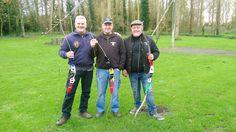 3 musketiers poseren voor de schutterswip van lnr: Johan van Asche , Patrick van Hummelen (Trikke) en Ronny Cleemput